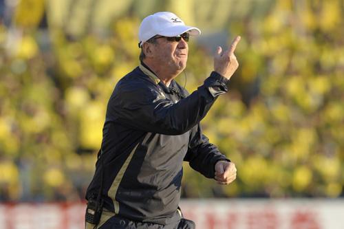 C大阪、ソアレス監督の解任とクルピ氏の復帰を発表
