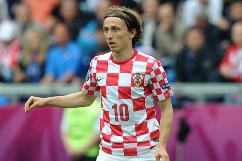 レアル・マドリード、クロアチア代表MFモドリッチの獲得を正式発表