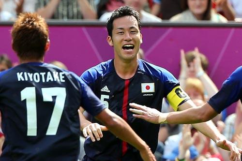2点目を決めた吉田麻也「香川より先にゴールできてうれしい」/ロンドン五輪