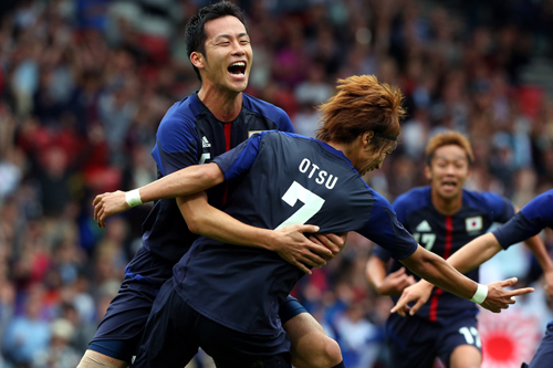 """大津と吉田、FIFAが""""ロンドン五輪で活躍した選手""""として紹介"""