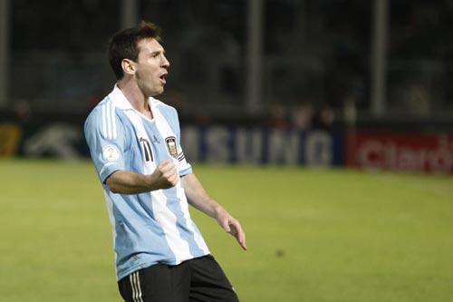 メッシが代表戦6試合連続ゴールのアルゼンチン、W杯南米予選で首位浮上