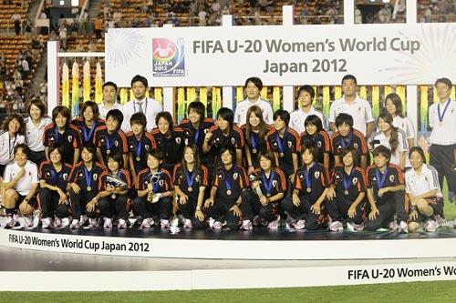 ヤングなでしこ、笑顔の銅メダル授与…田中陽子、柴田らがトロフィー受賞/U-20女子W杯