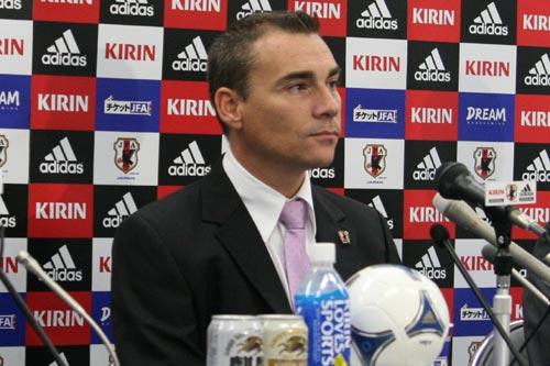 ロドリゴ監督、カズの経験と知名度に期待「この挑戦ができる選手はカズしかいない」
