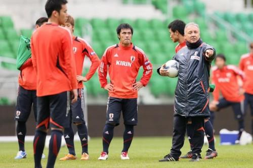 日本代表がブラジル戦会場で前日練習、ザックは守備陣への指導を徹底