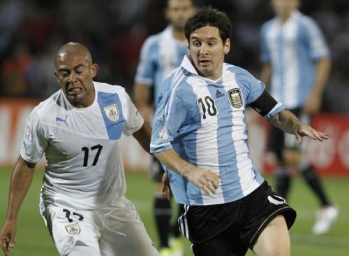 メッシ2発などでアルゼンチンがウルグアイに快勝し首位キープ/W杯南米予選