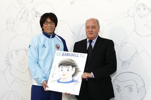『キャプテン翼』作者の高橋陽一氏、スペイン2部サバデルでデッサン画を披露
