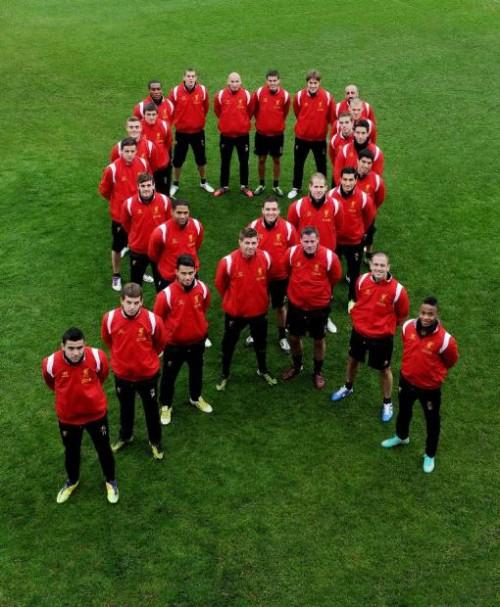 12月1日「世界エイズデー」に世界最大のレッドリボンがアンフィールドを飾る