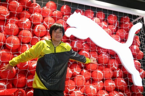 プーマ フットボールショップ渋谷店が開店、元日本代表FW中山氏「プーマ最高!」