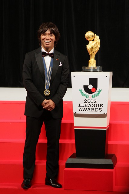 広島の佐藤寿人が史上初の4冠…MVP、得点王、ベスト11、フェアプレー賞