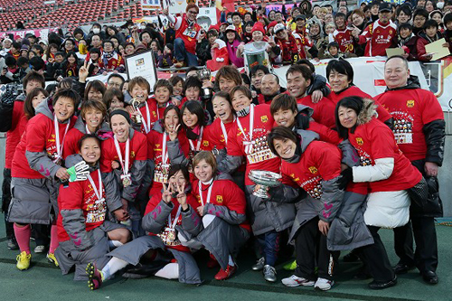 INAC神戸が皇后杯3連覇を達成…田中明日菜が後半ロスタイムに決勝点