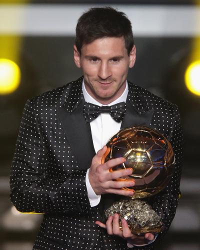 メッシが史上最多となる4年連続4度目のFIFAバロンドール受賞