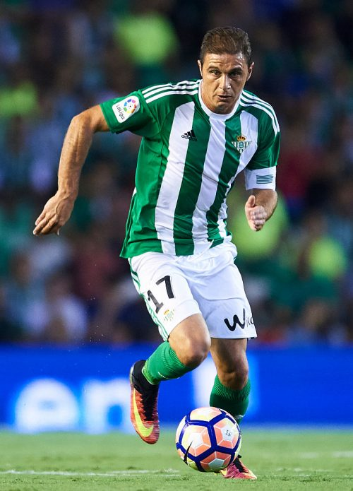 SEVILLE, SPAIN - SEPTEMBER 23:  Joaquin Sanchez of Real Betis Balompie in actionduring the match between Real Betis Balompie vs Malaga CF as part of La Liga at Benito Villamarin stadium on September 23, 2016 in Seville, Spain.  (Photo by Aitor Alcalde Colomer/Getty Images)