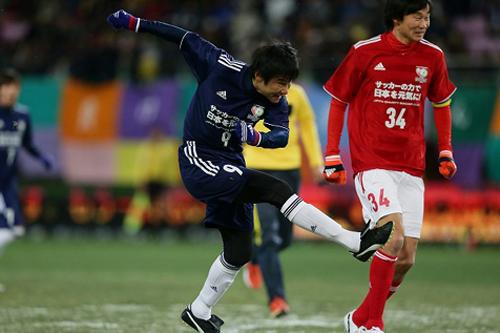東日本復興支援オークションがスタート…中山氏や内田の直筆サイン入り試合球など