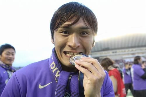 広島のMF青山敏弘の超ロングシュートが年間ベストゴールで14位に選出