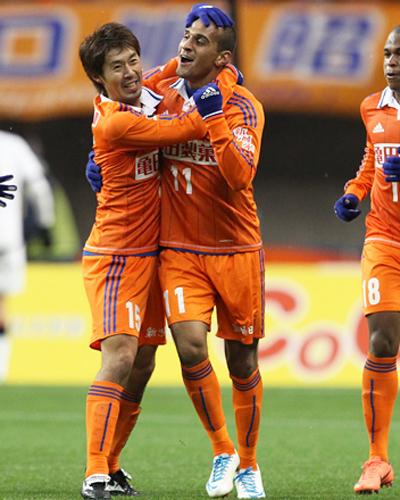 新潟が期限付き移籍で在籍するFWブルーノ・ロペスと契約更新