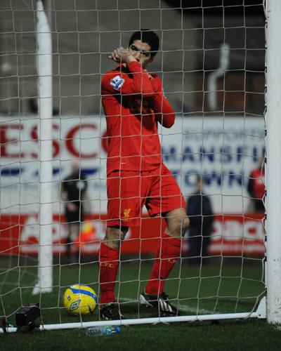 スアレスの疑惑のゴールが決勝点…リヴァプールがFA杯で5部に辛勝