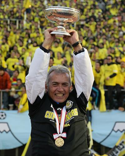 優勝した柏のネルシーニョ監督「選手の努力と懸命にやった結果」/天皇杯