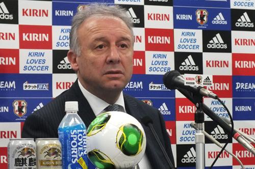 日本代表のザック監督「選手を成長させるために暴力は必要ない」