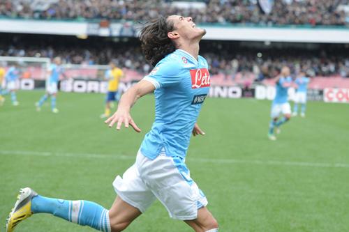 今夏の移籍が噂されるカバーニ「ナポリでのプレーに集中している」