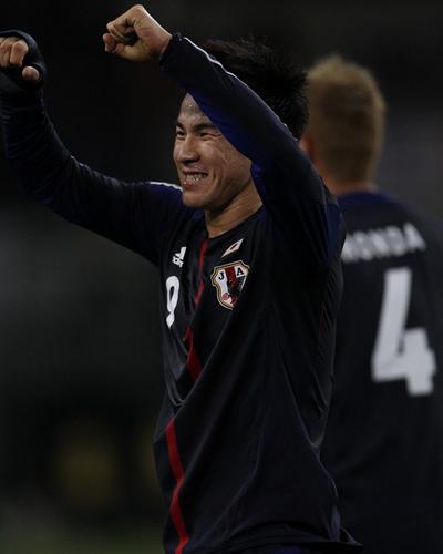 ラトビア代表監督「岡崎が危険な場所で素晴らしいプレーをした」