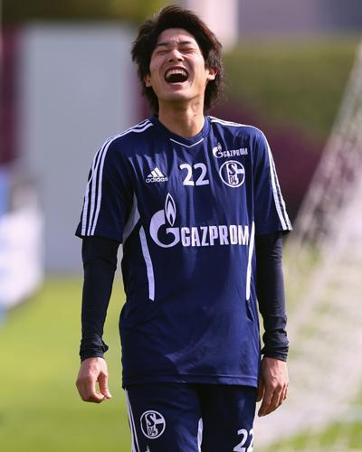 シャルケが25歳を迎えたDF内田篤人を日本語で祝福
