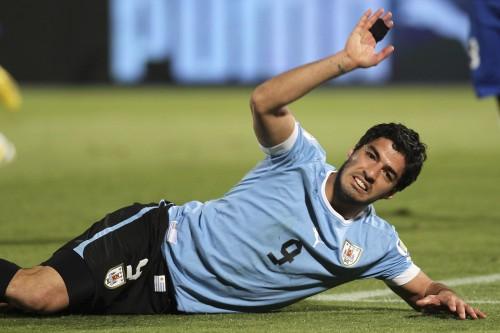 スアレスがW杯予選で相手選手の顔面を殴打、FIFAから処分の可能性