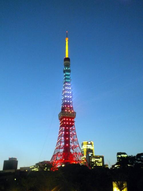 東京タワーがJリーグ開幕20周年を祝いライトアップ