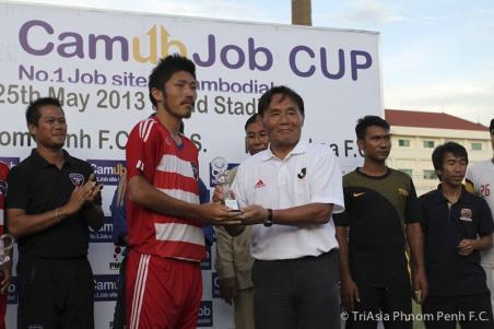 カンボジアサッカー協会との提携記念試合を観戦した大東チェアマン「ともに成長していきたい」