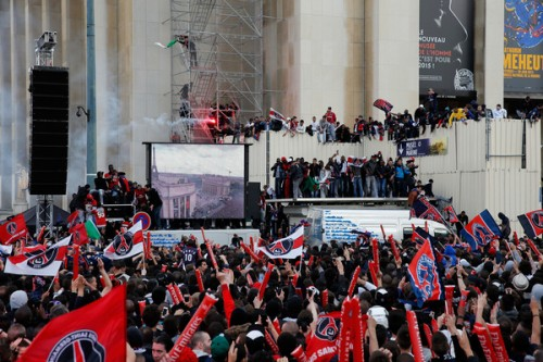 パリSGの優勝セレモニーがサポーターの暴動で中断…21名の逮捕者