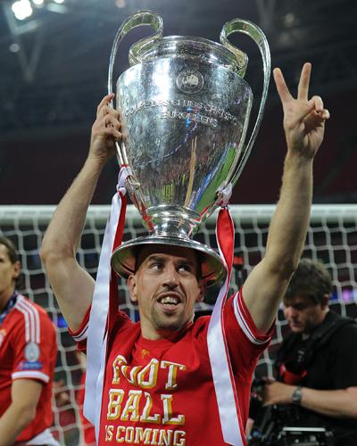 リベリーがUEFA欧州最優秀選手賞を初受賞…3冠獲得に貢献