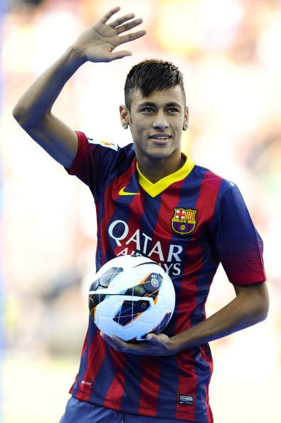 ネイマールがバルセロナのユニフォーム姿をお披露目…5年契約締結