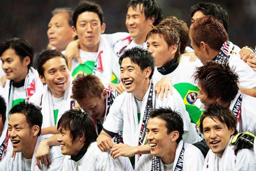 日本が5大会連続5回目のW杯出場…土壇場に本田が得点して豪とドロー