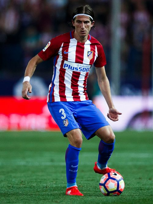 MADRID, SPAIN - AUGUST 21: Filipe Luis of Atletico de Madrid controls the ball during the La Liga match between Club Atletico de Madrid and Deportivo Alaves at Vicente Calderon stadium on August 21, 2016 in Madrid, Spain. (Photo by Gonzalo Arroyo Moreno/Getty Images)