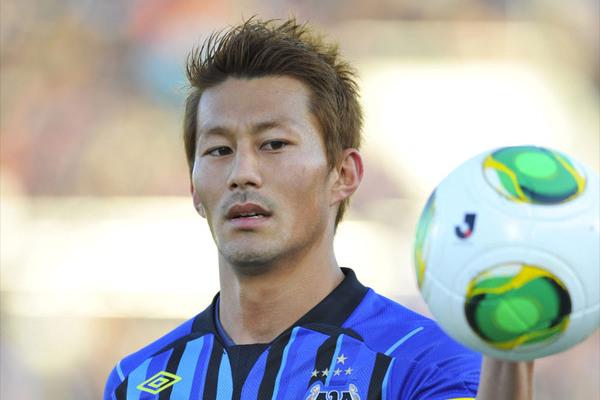 G大阪、期限付きで加入の家長昭博とレアンドロの契約満了を発表