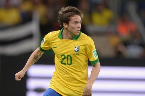 アーセナル、ブラジル代表MFベルナルジ獲得か