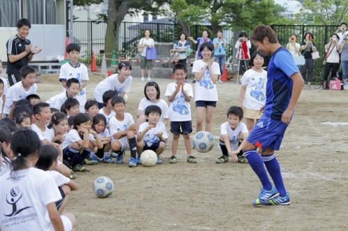 清武が福島でサッカークリニック「夢を持ち続けてほしい」