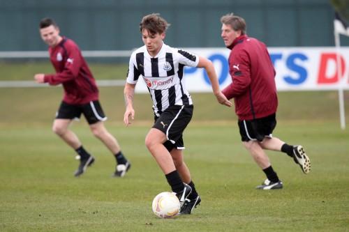 人気ポップグループ「One Direction」のメンバーがイングランド2部チームと契約
