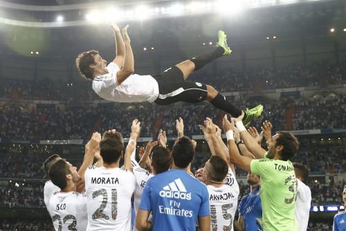 ラウール、大歓声に包まれて凱旋試合でレアルの一員としてゴール
