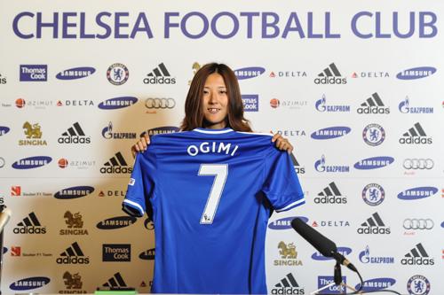 大儀見がチェルシー移籍会見に出席「英国初の日本人選手は誇らしい」