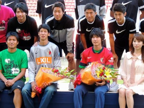 鹿島がオープンスタジアムで佐々木と八木の引退セレモニーを開催