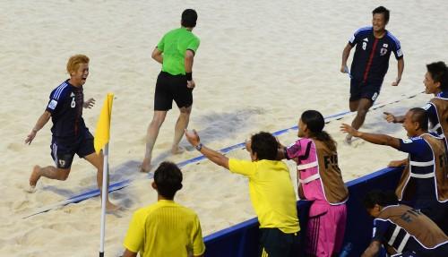 ビーチサッカーW杯で日本がコートジボワールに勝利し、決勝T進出