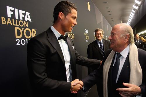 FIFA会長が失言を謝罪…「クリロナよりメッシ」発言で騒動発展