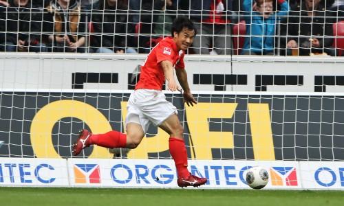 先発復帰の岡崎が2ゴール…チームを公式戦8試合ぶりの勝利に導く