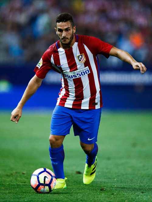 MADRID, SPAIN - AUGUST 21: Koke of Atletico de Madrid controls the ball during the La Liga match between Club Atletico de Madrid and Deportivo Alaves at Vicente Calderon stadium on August 21, 2016 in Madrid, Spain. (Photo by Gonzalo Arroyo Moreno/Getty Images)