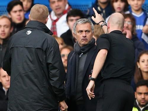 モウリーニョ監督、試合中の不適切行為により罰金処分を受ける
