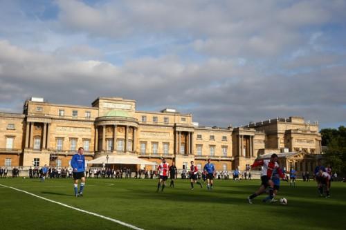 FA創立150年記念し、バッキンガム宮殿で史上初の試合が開催