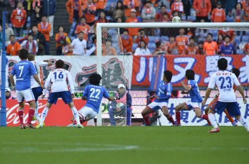 横浜FMの9年ぶりリーグ制覇はお預け…優勝の行方は広島・鹿島含めた3チームの争いに