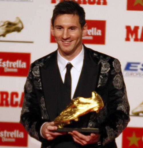 バルセロナFWメッシがゴールデンシューを受賞…史上最多3度目