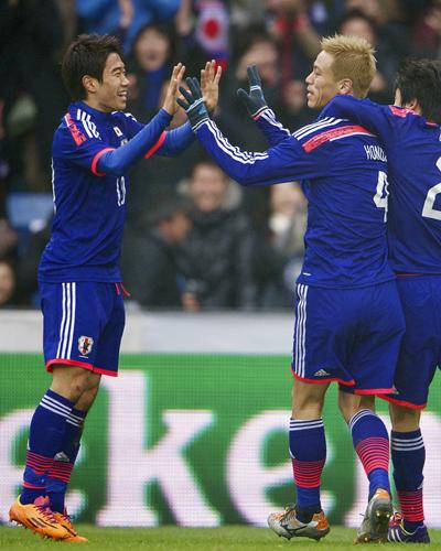 英紙選出の年間ベスト100で本田68位、香川89位…1位メッシ