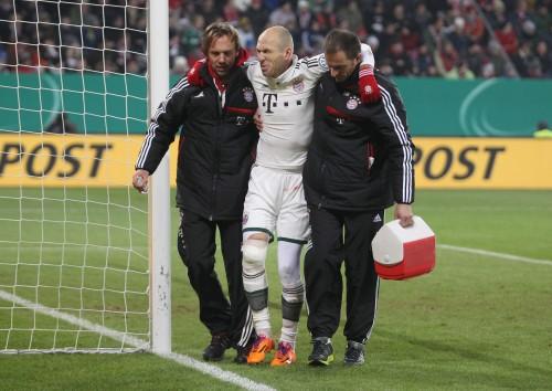 右ひざ負傷のロッベン、約6週間の離脱が決定…クラブW杯欠場へ